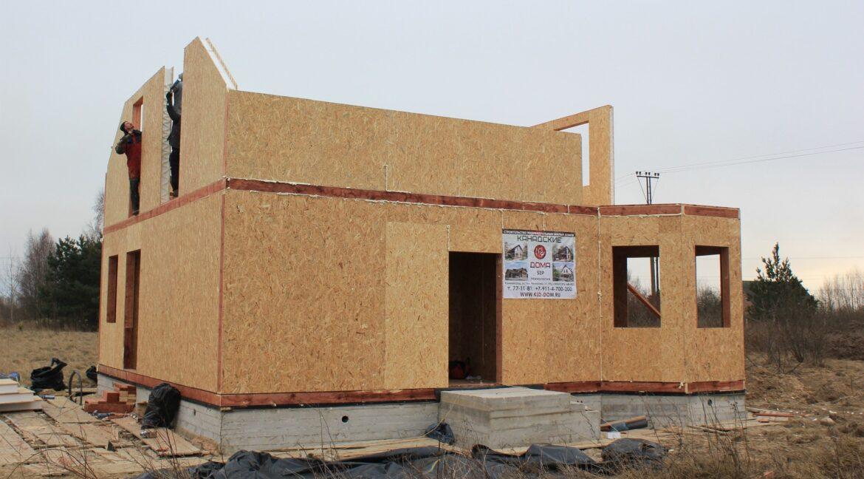 Двухэтажный дом из сип панелей -ставим стены фото-006