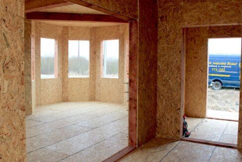 Двухэтажный дом из сип панелей - ставим стены вид внутри дома фото-011